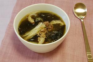 ミヨックク(わかめスープ). 韓国では出産後に食べる料理